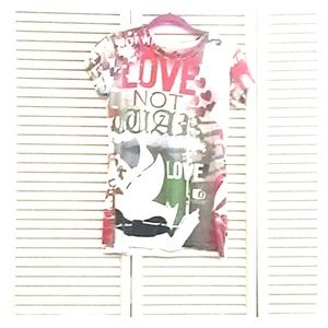 """Chaser """"Love Not War"""" Graphic Tee Like New"""
